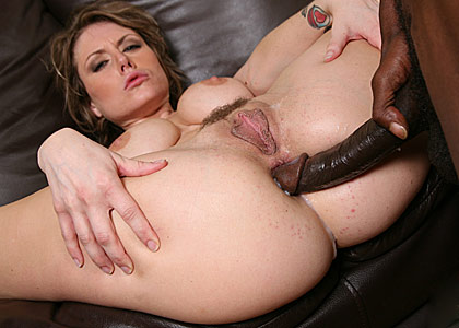 Busty MILF Velicity Von gets double penetrated by black guys from Blacks on Cougars